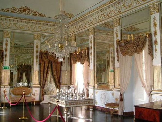 http://www.ragusanews.com//immagini_articoli/11-02-2014/castello-di-donnafugata-la-muffa-negli-affreschi-500.jpg