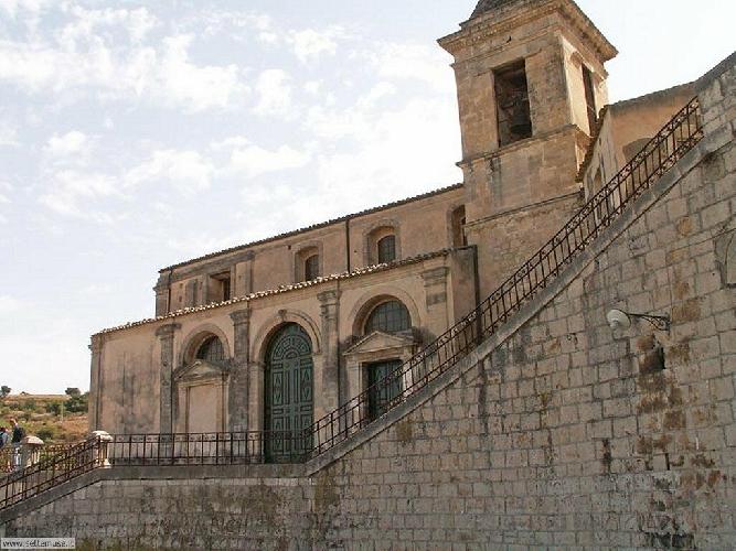 http://www.ragusanews.com//immagini_articoli/11-02-2015/riapre-la-spettacolare-santa-maria-delle-scale-500.jpg