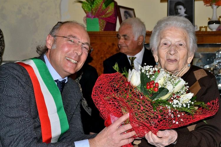 http://www.ragusanews.com//immagini_articoli/11-02-2016/i-cento-magnifici-anni-della-signora-camponero-500.jpg