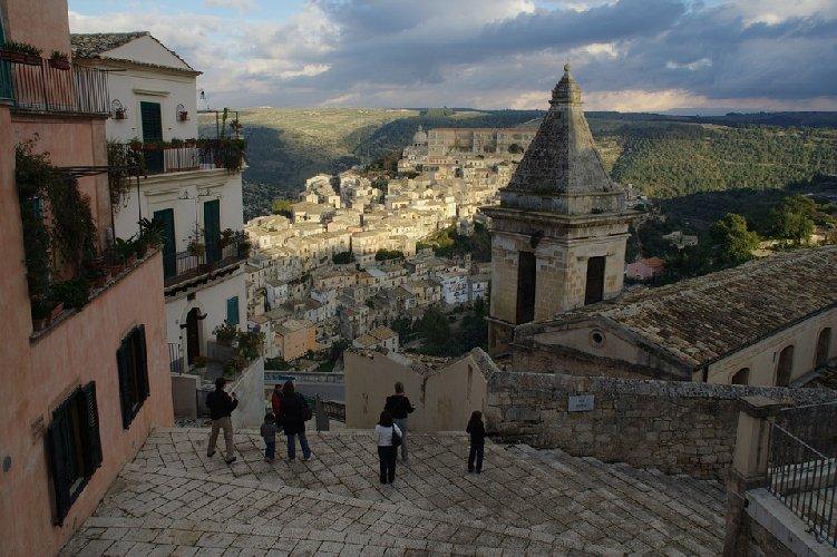 https://www.ragusanews.com//immagini_articoli/11-02-2021/case-ne-vendere-ne-comprare-ma-affittare-i-prezzi-a-ragusa-e-in-sicilia-500.jpg