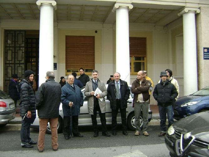 https://www.ragusanews.com//immagini_articoli/11-03-2010/liste-d-attesa-in-ospedale-la-protesta-di-italia-dei-valori-500.jpg
