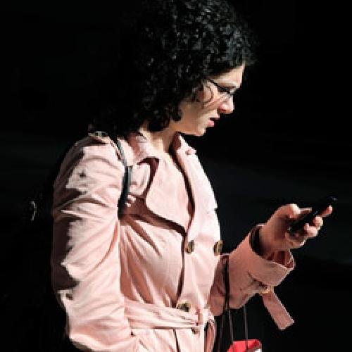 http://www.ragusanews.com//immagini_articoli/11-03-2014/insultavano-una-donna-di-notte-al-cellulare-cinque-denunciati-500.jpg