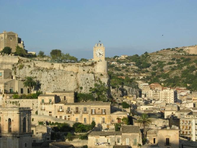 http://www.ragusanews.com//immagini_articoli/11-03-2016/giornate-del-fai-a-modica-si-apre-il-castello-dei-conti-con-i-nuovi-scavi-500.jpg