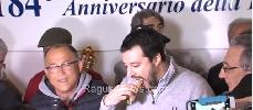 http://www.ragusanews.com//immagini_articoli/11-03-2016/salvini-a-vittoria-vado-in-parlamento-e-gli-ribalto-i-tavoli-in-testa-100.jpg