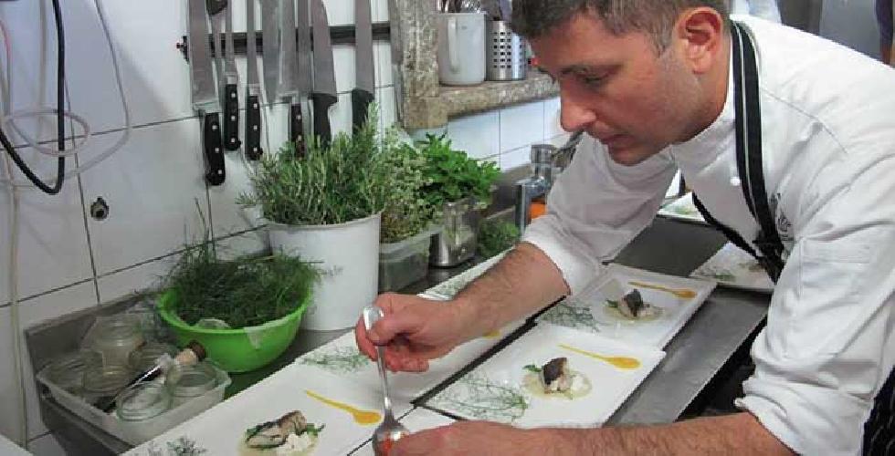 http://www.ragusanews.com//immagini_articoli/11-03-2017/kiste-locale-chef-stellato-pietro-agostino-500.jpg