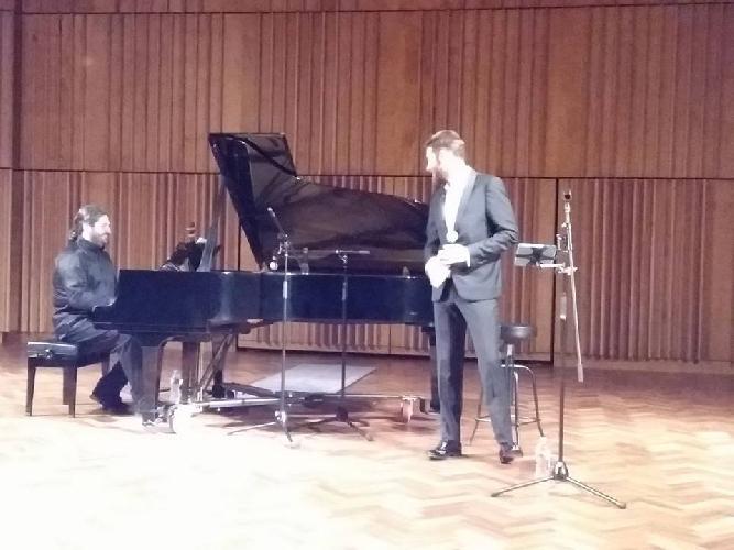 http://www.ragusanews.com//immagini_articoli/11-03-2017/peppe-arezzo-lorenzo-licitra-concerto-melbourne-500.jpg