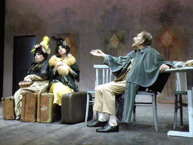http://www.ragusanews.com//immagini_articoli/11-03-2017/vittoria-teatro-medico-pazzi-500.jpg