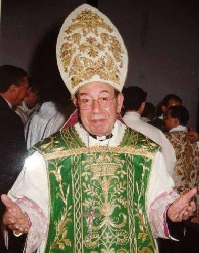 https://www.ragusanews.com//immagini_articoli/11-03-2019/marzo-trasla-salma-vescovo-rizzo-500.jpg