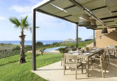 https://www.ragusanews.com//immagini_articoli/11-03-2021/1615454778-sicilia-poco-turismo-ma-extralusso-le-ville-da-2mila-euro-a-notte-foto-5-280.jpg