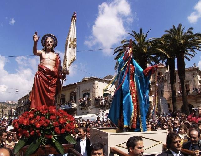 http://www.ragusanews.com//immagini_articoli/11-04-2014/la-pasqua-vasa-vasa-a-modica-500.jpg