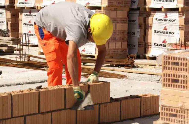 https://www.ragusanews.com//immagini_articoli/11-04-2020/cassa-edile-ragusa,-erogati-un-milione-di-euro-ai-lavoratori-500.jpg