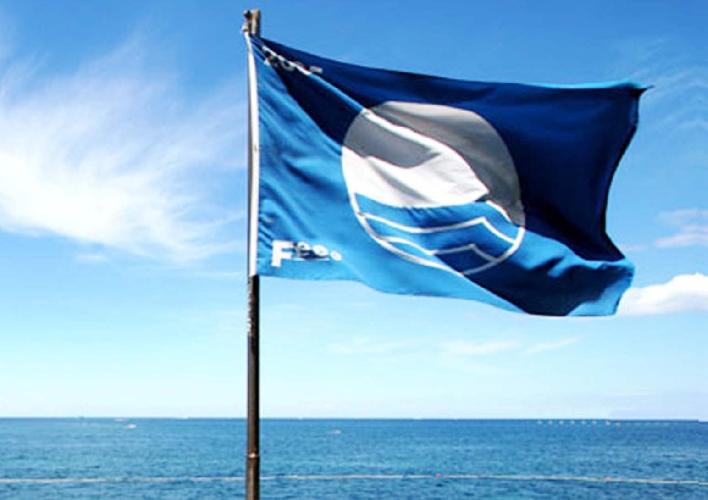 http://www.ragusanews.com//immagini_articoli/11-05-2016/sulla-spiaggia-sventola-bandiera-blu-anche-a-marina-di-ragusa-500.jpg