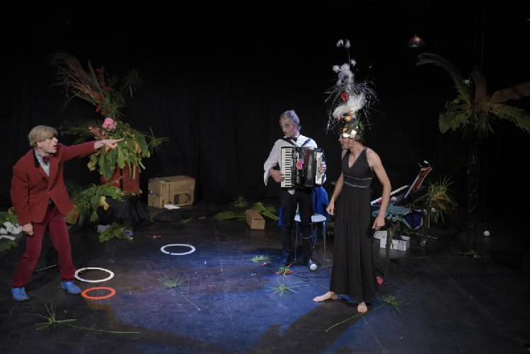 https://www.ragusanews.com//immagini_articoli/11-05-2018/arte-circo-magia-iniziato-scenica-vittoria-500.jpg