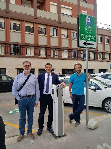 https://www.ragusanews.com//immagini_articoli/11-05-2018/ragusa-primo-impianto-veicoli-elettrici-500.jpg