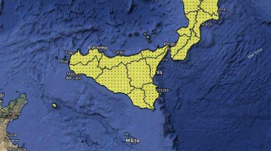 https://www.ragusanews.com//immagini_articoli/11-05-2019/domenica-12-maggio-vento-e-piogge-in-sicilia-allerta-gialla-500.jpg