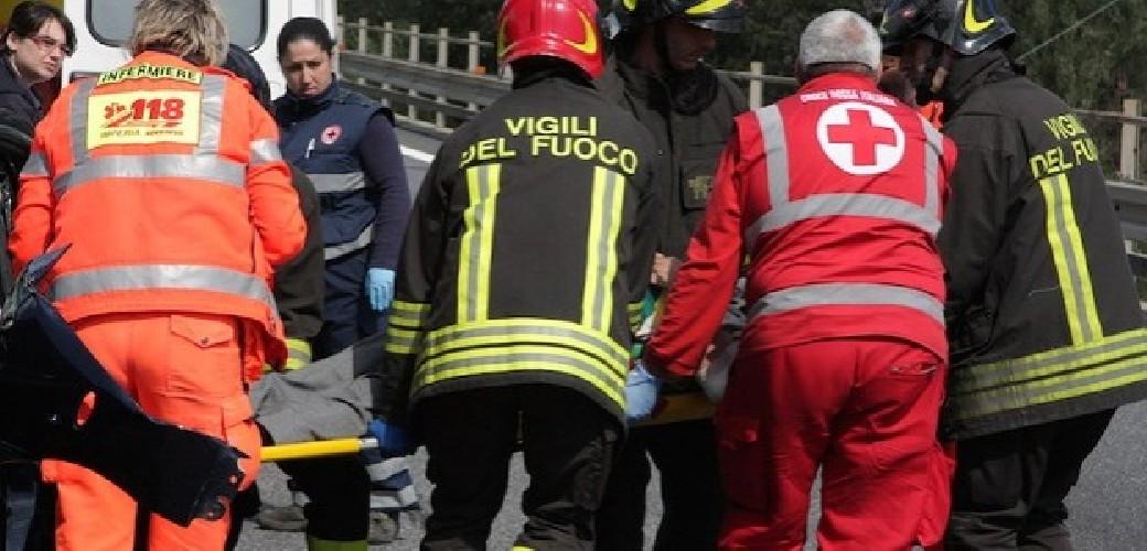 https://www.ragusanews.com//immagini_articoli/11-05-2020/cade-dal-marciapiede-e-passa-un-auto-travolto-e-ucciso-500.jpg