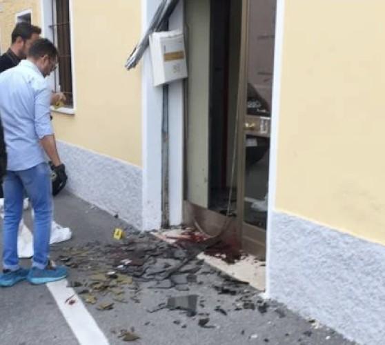 https://www.ragusanews.com//immagini_articoli/11-05-2020/danneggia-un-portoncino-e-prende-a-calci-la-polizia-arrestato-500.jpg