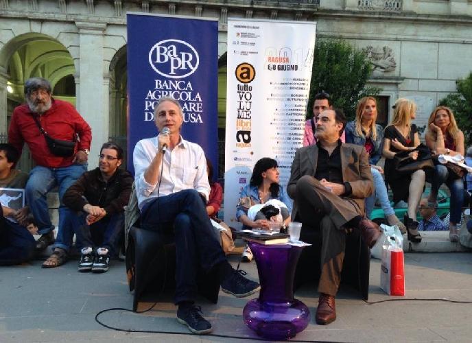 http://www.ragusanews.com//immagini_articoli/11-06-2014/a-ragusa-tra-alicia-gimenez-bartlett-e-marco-travaglio-500.jpg
