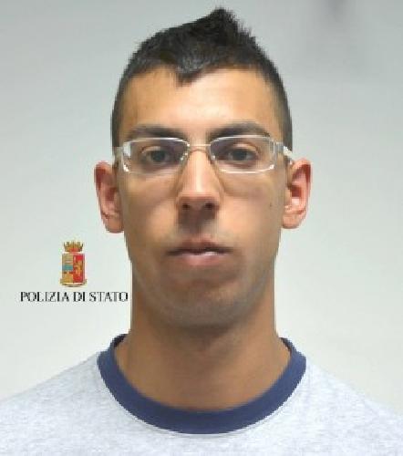 http://www.ragusanews.com//immagini_articoli/11-06-2014/droga-arrestato-mirko-camillieri-500.jpg