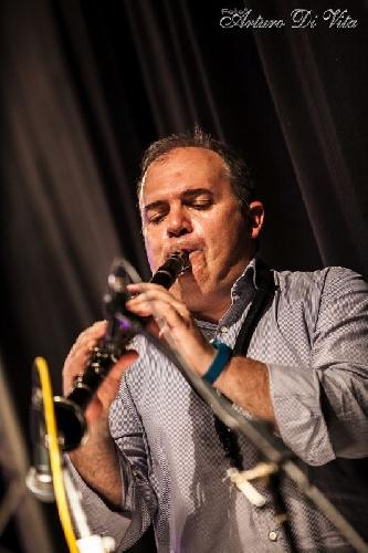 http://www.ragusanews.com//immagini_articoli/11-06-2014/nicola-giammarinaro-al-vittoria-jazz-fest-500.jpg