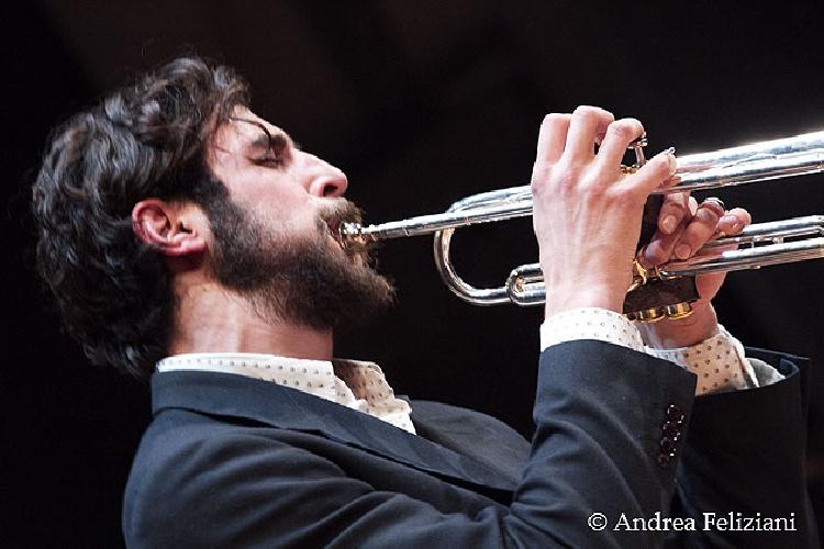 https://www.ragusanews.com//immagini_articoli/11-06-2015/jazz-emanuele-primavera-e-alessandro-presti-a-vittoria-500.jpg
