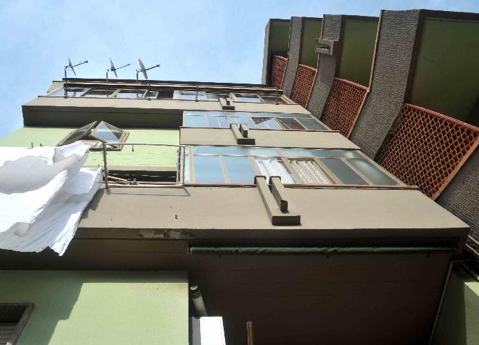 https://www.ragusanews.com//immagini_articoli/11-06-2015/migrante-si-lancia-dal-balcone-dell-ospedale-per-fuggire-500.jpg