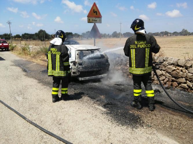 http://www.ragusanews.com//immagini_articoli/11-06-2016/un-incidente-e-un-incendio-500.jpg