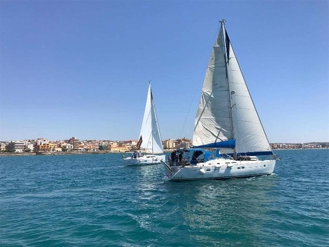 http://www.ragusanews.com//immagini_articoli/11-06-2017/bella-veleggiata-cavalieri-500.jpg
