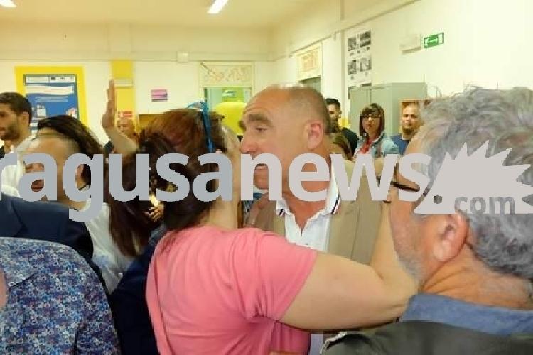 https://www.ragusanews.com//immagini_articoli/11-06-2017/santa-croce-giovanni-barone-sindaco-festeggia-foto-500.jpg