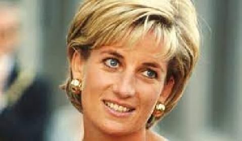 https://www.ragusanews.com//immagini_articoli/11-06-2021/lady-diana-la-ford-escort-argentata-regalo-di-carlo-messa-all-asta-280.jpg