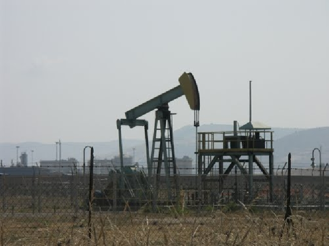 https://www.ragusanews.com//immagini_articoli/11-07-2014/estrazione-di-petrolio-ragusa-e-gela-fermano-i-pozzi-500.jpg