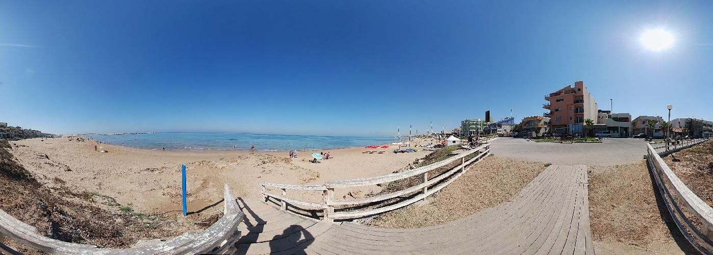 https://www.ragusanews.com//immagini_articoli/11-07-2014/scoglitti-spiaggia-bandiera-verde-500.jpg