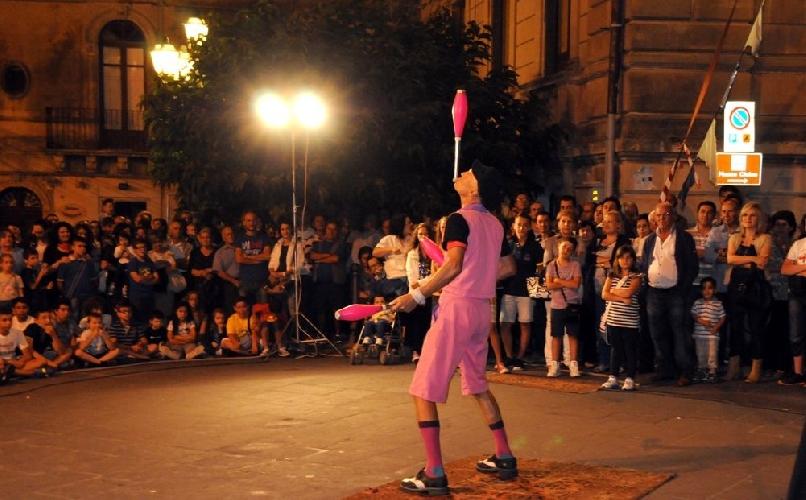 https://www.ragusanews.com//immagini_articoli/11-07-2014/torna-l-almo-art-festival-500.jpg