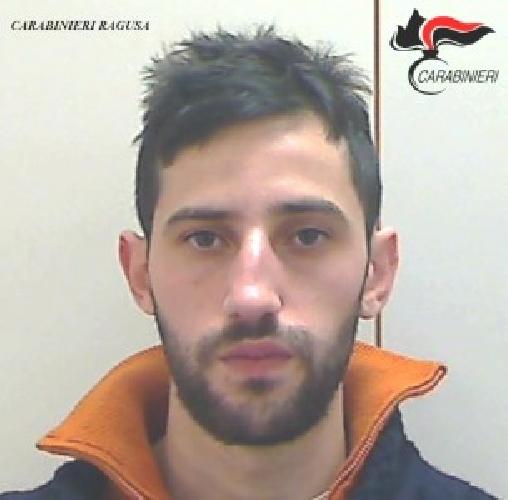 http://www.ragusanews.com//immagini_articoli/11-07-2015/droga-arrestato-nuccio-cassisi-500.jpg
