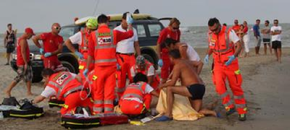 https://www.ragusanews.com//immagini_articoli/11-07-2015/forte-corrente-in-mare-uomo-salvato-da-annegamento-500.jpg