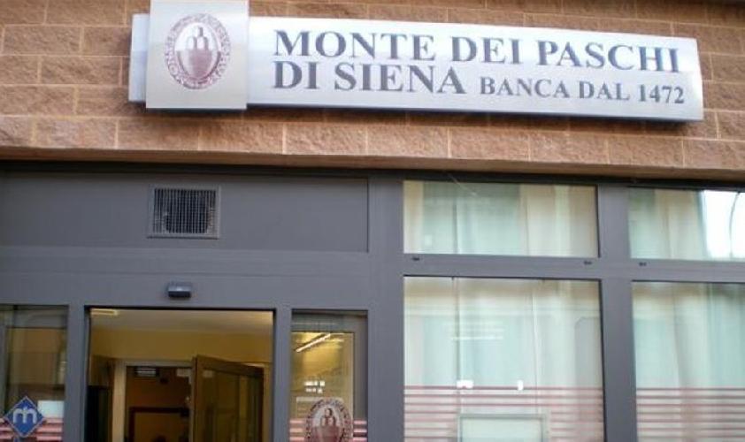 http://www.ragusanews.com//immagini_articoli/11-07-2016/rapina-alla-monte-paschi-di-ragusa-500.jpg