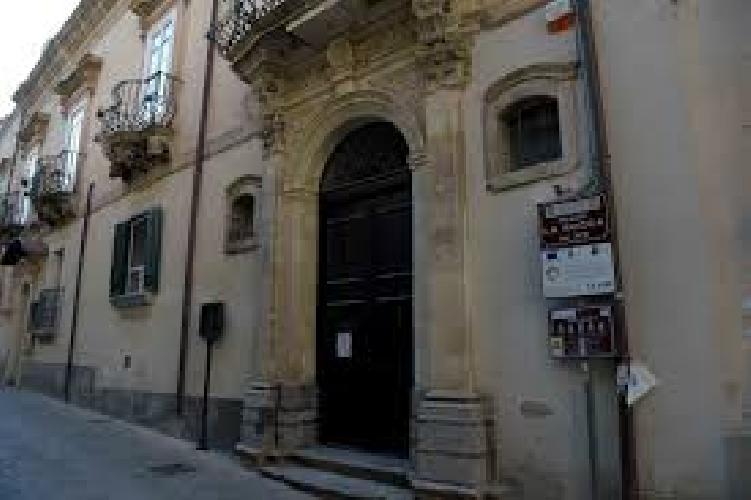 http://www.ragusanews.com//immagini_articoli/11-07-2017/palazzo-rocca-luogo-cultura-regione-500.jpg