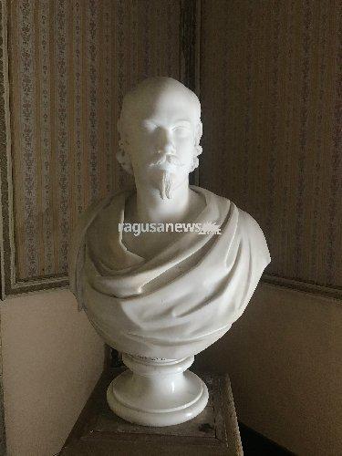https://www.ragusanews.com//immagini_articoli/11-07-2018/presenta-libro-baritono-beneventano-500.jpg