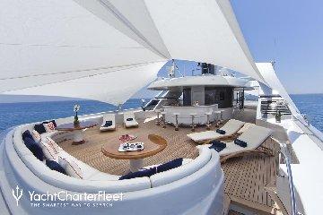https://www.ragusanews.com//immagini_articoli/11-07-2019/1562834835-yacht-e-arrivato-sarah-1-240.jpg