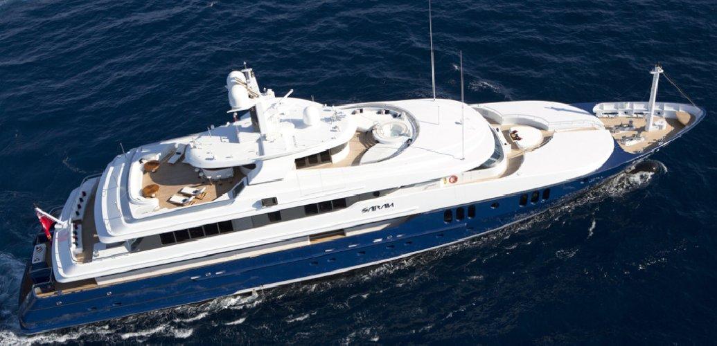 https://www.ragusanews.com//immagini_articoli/11-07-2019/1562834883-yacht-e-arrivato-sarah-1-500.jpg