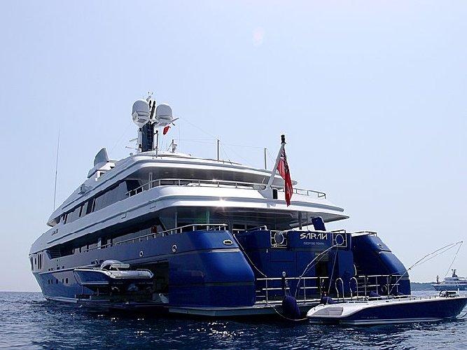 https://www.ragusanews.com//immagini_articoli/11-07-2019/1562834926-yacht-e-arrivato-sarah-1-500.jpg