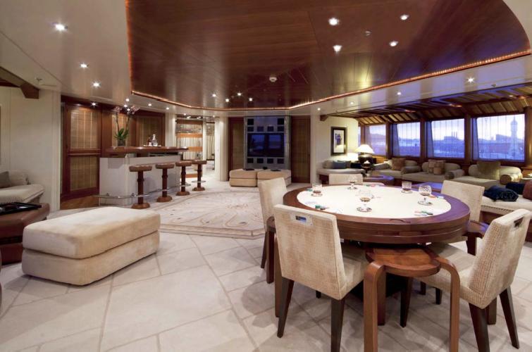 https://www.ragusanews.com//immagini_articoli/11-07-2019/1562834999-yacht-e-arrivato-sarah-1-500.png