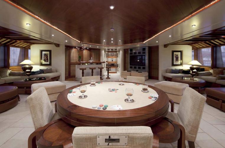 https://www.ragusanews.com//immagini_articoli/11-07-2019/1562835037-yacht-e-arrivato-sarah-1-500.png