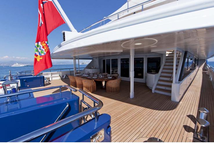 https://www.ragusanews.com//immagini_articoli/11-07-2019/1562835082-yacht-e-arrivato-sarah-1-500.png