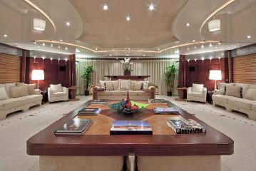 https://www.ragusanews.com//immagini_articoli/11-07-2019/1562835121-yacht-e-arrivato-sarah-1-240.png