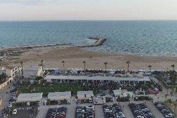 https://www.ragusanews.com//immagini_articoli/11-07-2019/1562853833-a-riviera-di-ponente-fare-shopping-e-ancora-piu-conveniente-2-240.jpg