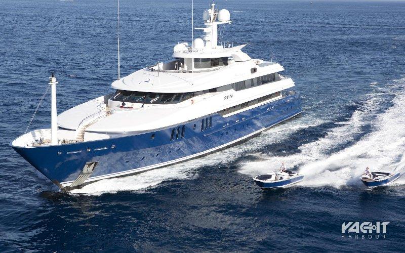https://www.ragusanews.com//immagini_articoli/11-07-2019/yacht-e-arrivato-sarah-500.jpg