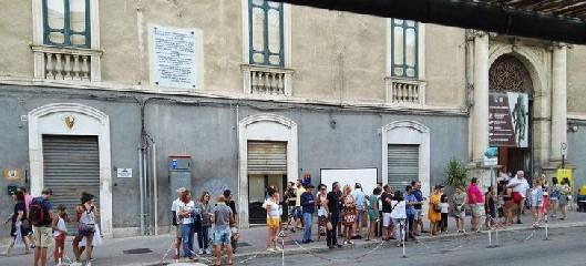 https://www.ragusanews.com//immagini_articoli/11-07-2020/a-modica-i-percorsi-turistico-culturali-guidati-240.jpg