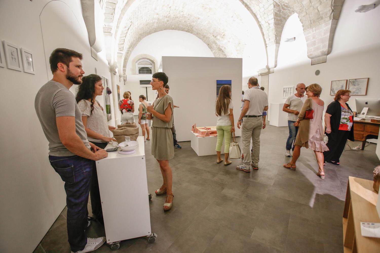 https://www.ragusanews.com//immagini_articoli/11-08-2014/1407709845-2-inaugurata-l-arte-al-metro-a-scicli.jpg