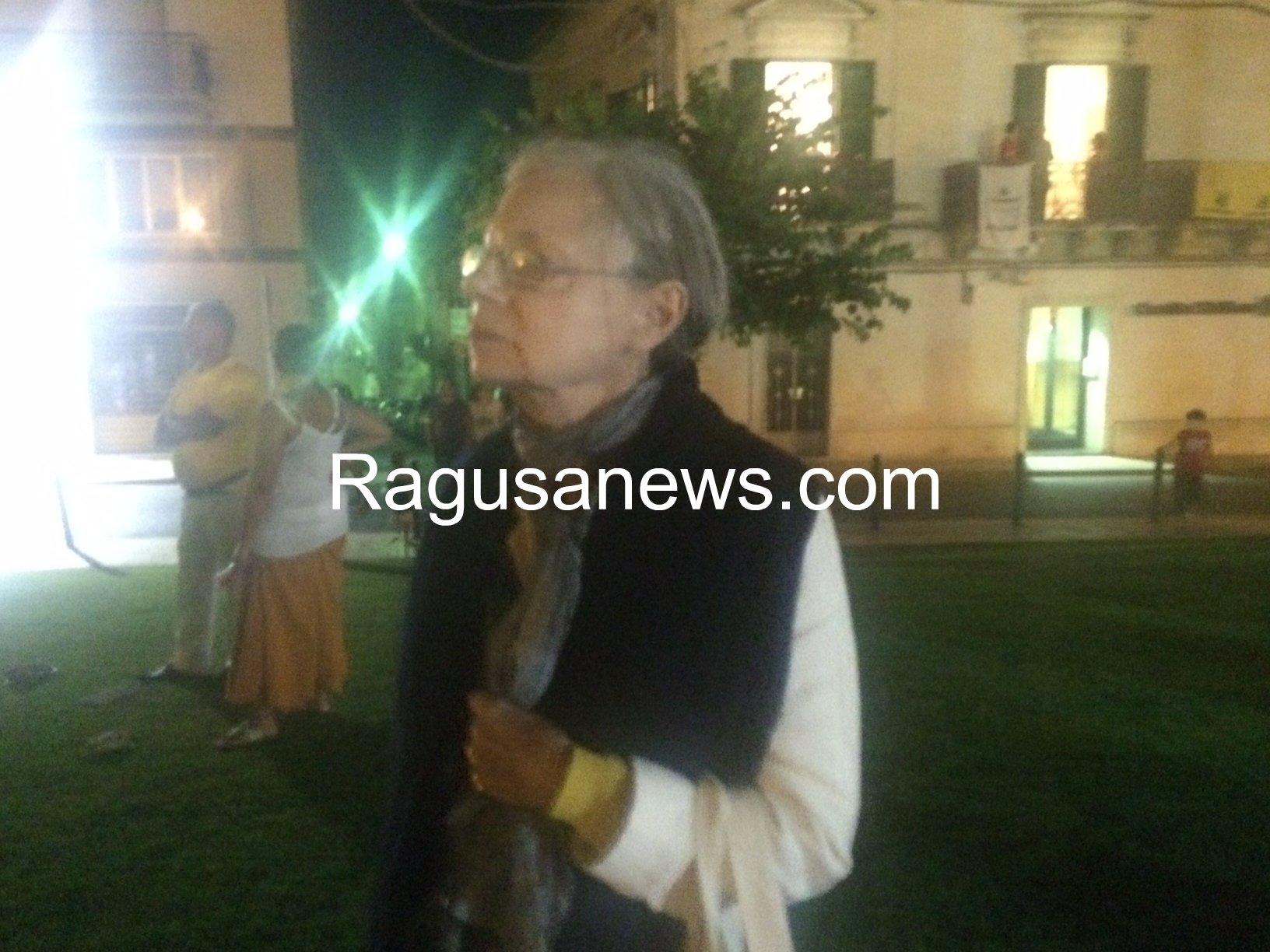 https://www.ragusanews.com//immagini_articoli/11-08-2014/1407786982-1-e-mastroianni-prese-a-schiaffi-una-comparsa-nella-scena-del-funerale.jpg